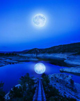 Луна в воде