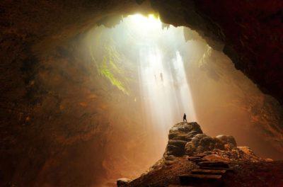 Свет в пещере